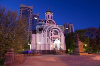 Église orthodoxe et le monument à la tsarine Elisabeth. Rostov-on-Don