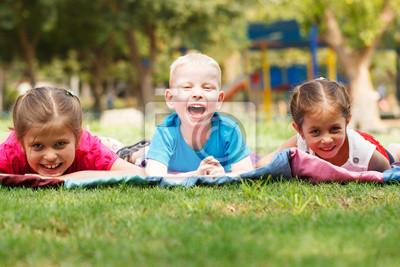 Enfants à l'extérieur