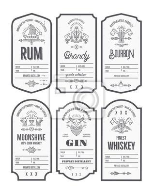 Posters Ensemble de conception d'étiquettes bouteille vintage avec des éléments ethniques dans le style de ligne fine.