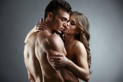 Posters Érotique. Embrace de couple nue attrayant