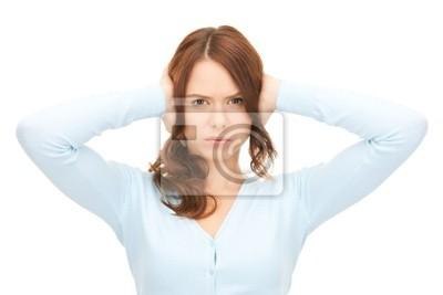femme avec les mains sur les oreilles