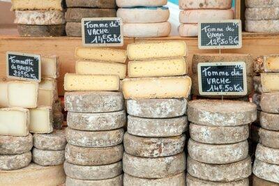 Posters Fromage fermier sur le comptoir de marché