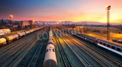 Posters Gare de chemin de fer fret freigt au crépuscule
