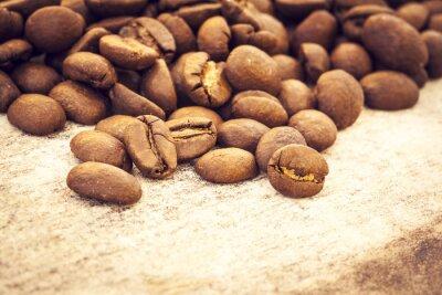 Posters Grains de café sur fond de bois