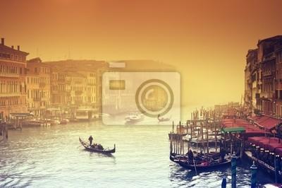 Grand Canal à une soirée brumeuse. Venise - Italie
