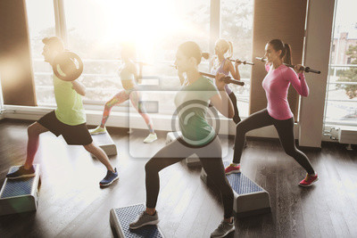 Groupe, gens, exercice, barbell, gymnase
