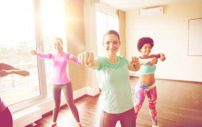 Groupe, heureux, Femmes, fonctionnement, dehors, Gymnase