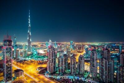 Posters Horizon fantastique de Dubaï de nuit avec des gratte-ciel illuminés. Vue sur le toit du centre-ville de Dubaï, Émirats Arabes Unis.