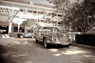 Posters HUA HIN - Décembre 18: Mercedes Benz W111 SE Coupe 1971 année. Retro Car sur Vintage Car Parade 2010 à Sofitel Resort le 18 Décembre 2010 à Hua Hin, en Thaïlande.