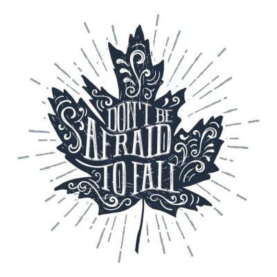 """Posters Illustration de vecteur texturé feuille d'érable dessinés à la main et """"N'ayez pas peur de tomber"""" lettrage."""