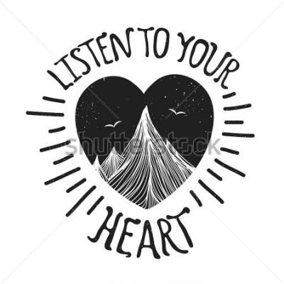 Posters Illustration vectorielle avec les montagnes à l'intérieur du coeur. Écoutez votre coeur - citation de lettrage. Typographie de motivation et d'inspiration avec texte. Conception de