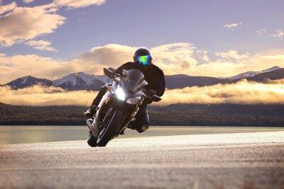 Posters Jeune, équitation, grand, motocyclette, contre, aigu ...