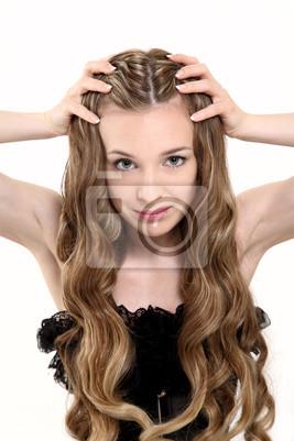 Jeune femme avec de beaux cheveux