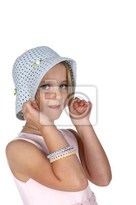 37600ba3451c Posters jolie fille avec des taches de rousseur tirant sur un chapeau blanc