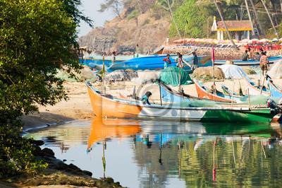 L'image des pêcheurs de revenir à Baga, Goa, Inde