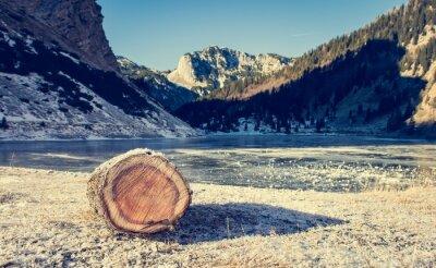 Posters Lac de montagne gelé.