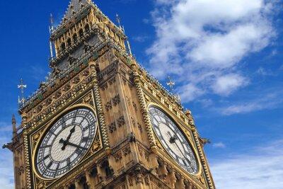 Posters Le Big Ben gros plan sur un ciel bleu, Angleterre Royaume-Uni