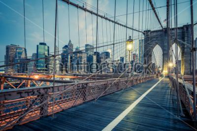 Posters Le pont de Brooklyn de nuit, NYC.