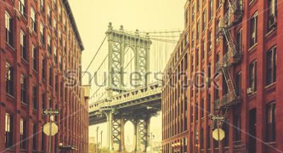 Posters Le pont de Manhattan rétro stylisé vu de Dumbo, New York.