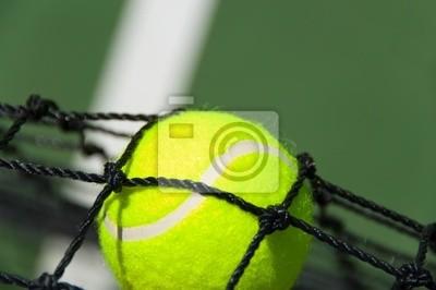 Les balles de tennis dans le filet