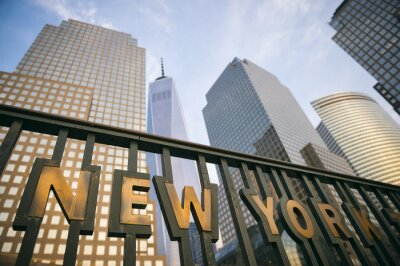 Posters Les gratte-ciel modernes du centre-ville de Manhattan New York City tour d'horizon dans le ciel bleu