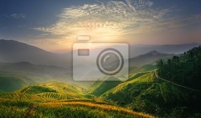 Posters Lever de soleil à une terrasse dans le Guangxi en Chine