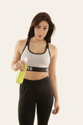 Posters Mädchen dans Sportkleidung mit Trinkflasche