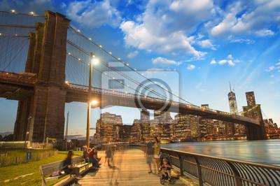 Magnifique vue sur le pont de Brooklyn et Manhattan à sunse