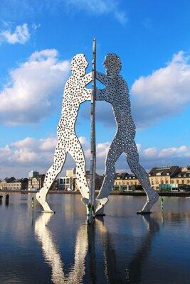 Posters Molecule Man sculpture sur la rivière Spree à Berlin