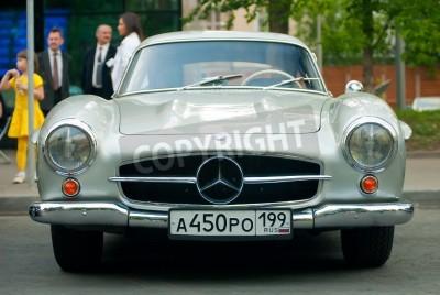 Posters MOSCOU - 15 mai: Argent millésime Mercedes sur exposition au Mercedes-Benz-Day de 2010 classique, rallye oldtimer massif, Moscou, Russie, le 15 mai 2010