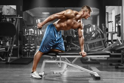 Posters Musculaire, travail, dehors, gymnase, faire, exercices, haltères, triceps, fort, mâle ...