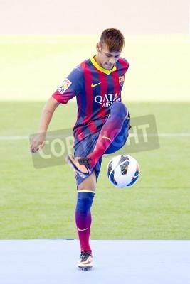 Posters Neymar junior, un nouveau joueur du FC Barcelone, pose pour les photographes lors de sa présentation officielle au stade Camp Nou, le 3 Juin 2013, à Barcelone, Espagne