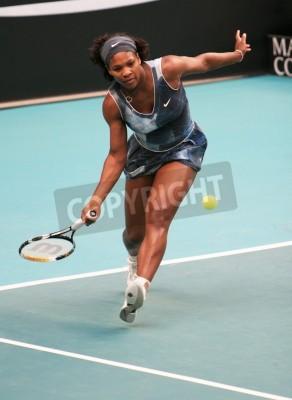 Posters PARIS - JANVIER 11: US Serena Williams renvoie la balle au tournoi Open GDF SUEZ WTA, stade Pierre de Coubertin, le 11 Février 2009 à Paris, France.