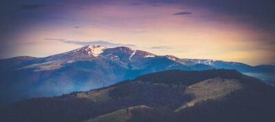 Posters Paysage de montagne panoramique au printemps.