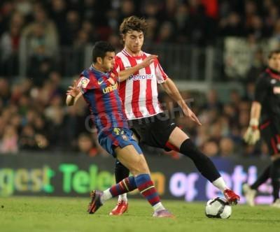 Posters Pedro de Barcelone et de Bilbao Amorebieta en action lors d'un match de la ligue espagnole entre le FC Barcelone et l'Athletic Bilbao au Stade Camp Nou, le 3 Avril 2010 à Barcelone, Espagne