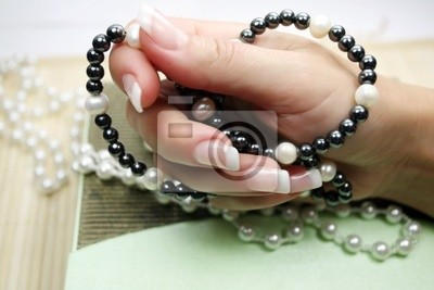 perles de perles noires et blanches