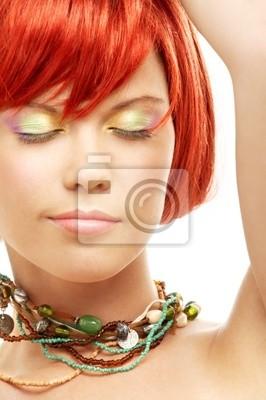 perles vert rousse aux yeux fermés