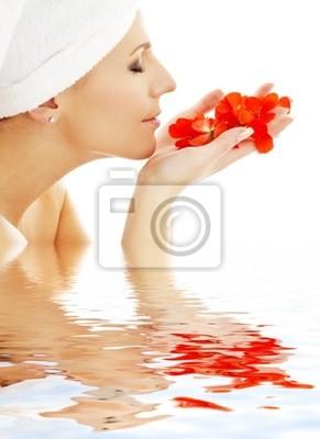 pétales rouges dans l'eau # 2