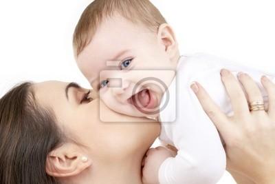 Photo d'heureuse mère avec un bébé sur blanc