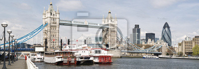 Photo panoramique de Tower Bridge et de la ville de Londres.