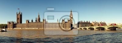 Photo panoramique des Chambres du Parlement, à Londres.