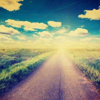 Posters Photo vintage de champ et route de campagne avec la lumière du soleil