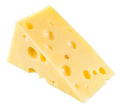 Posters Pièce de fromage isolé. Avec le chemin de détourage.
