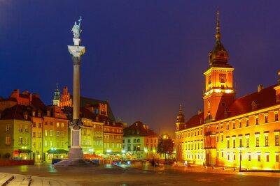 Posters Place du château la nuit à Varsovie, en Pologne.