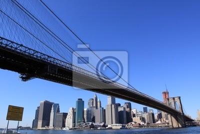 Pont de Brooklyn et Manhattan sur un temps clair Bleu