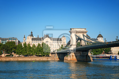 Pont des Chaînes et Gresham Palace à Budapest.