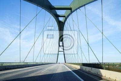 Posters Pont Fehmarn Sound (allemand: Fehmarnsundbrücke), pont suspendu avec arches en acier reliant le continent allemand à l'île de Fehmarn dans la mer Baltique