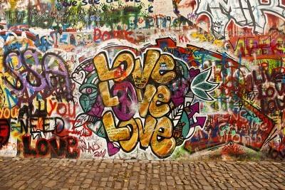 Posters Prague, République tchèque - 7 Octobre 2010: Une section du mur de Lennon dans la région Little Town de Prague, près du pont Charles. Ce mur historique est ouvert aux graffitis publique en mémoire de