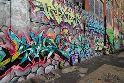 Posters Queens, New York - 7 Octobre, 2010: Cinq Pointz, considéré comme un haut lieu de graffitis dans le Queens à New York, est un espace d'exposition en plein air mettant en vedette de nombreux artistes de