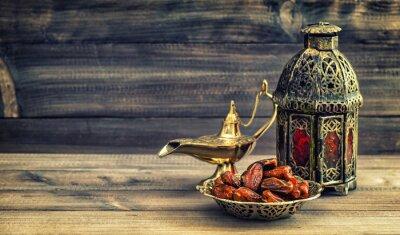 Posters Ramadan lampe et les dates sur fond de bois. lanterne orientale